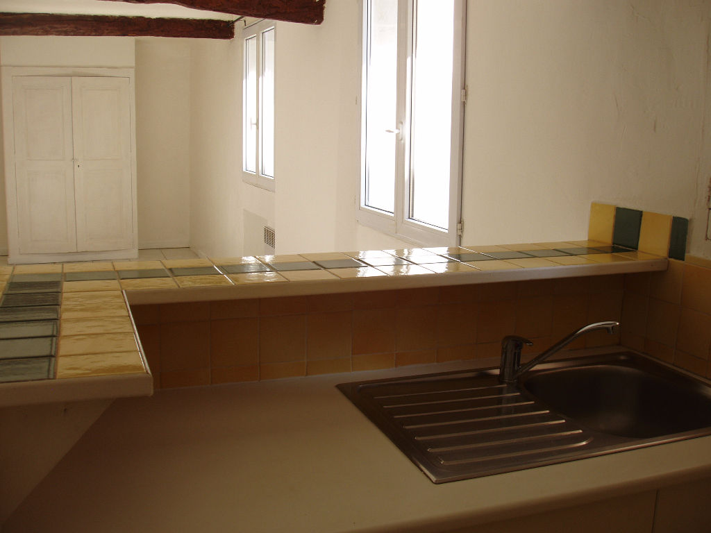 appartement-type-2-dans-le-centre-de-sollies-toucas